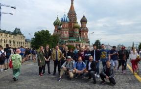 Voller Vorfreude. Die Schülerinnen und Schüler des Russischkurses und die beiden Lehrkräfte
